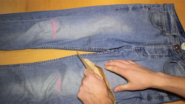 Step-5-Sandpaper-Jeans-Distress-Robin-James_The-Utter-Gutter_DIY-Ripped-Jeans