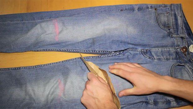 Step-5-Sandpaper-Jeans-Distress-Robin-James_The-Utter-Gutter_DIY-Ripped-Jeans