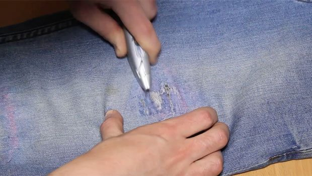 Step-6-Cut-The-Jeans-Knife--Robin-James_The-Utter-Gutter_DIY-Ripped-Jeans