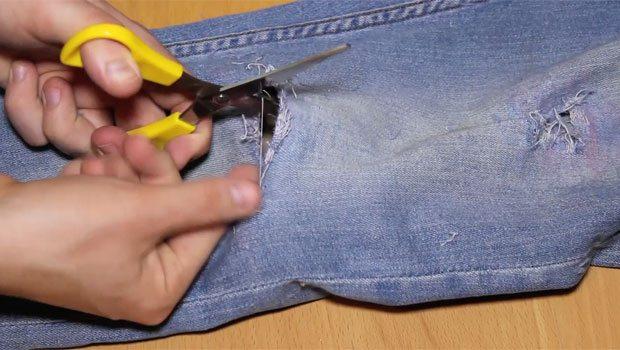 Step-7-Fray-Jeans-Scissors-Robin-James_The-Utter-Gutter_DIY-Ripped-Jeans