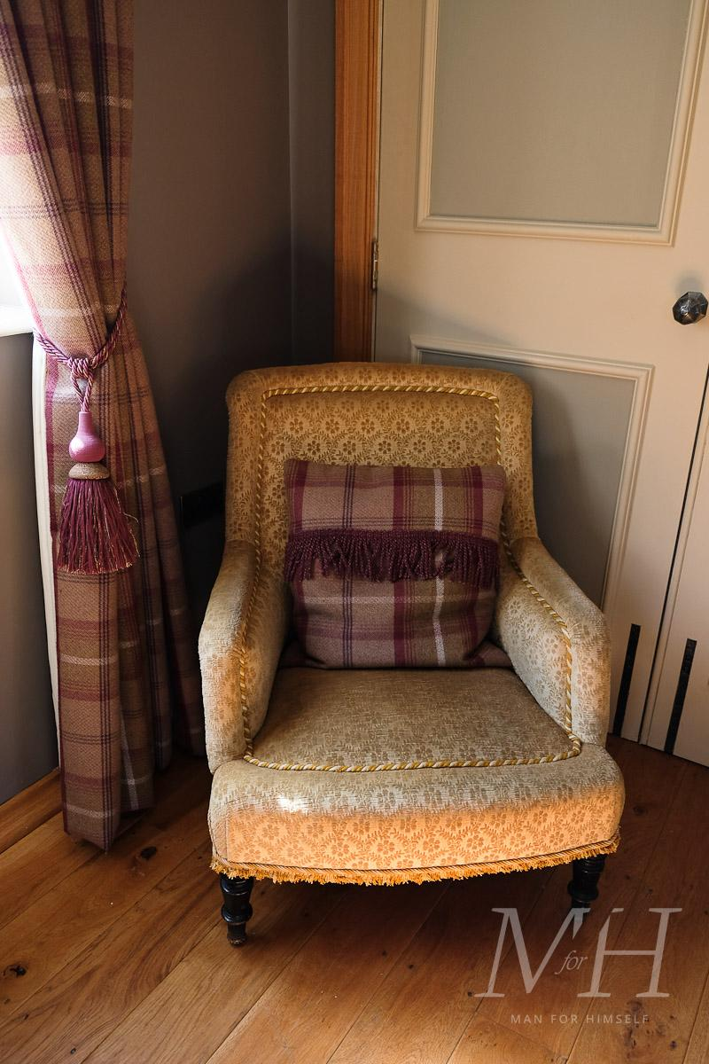 ye-olde-bell-rooms-lodge-review-man-for-himself-2