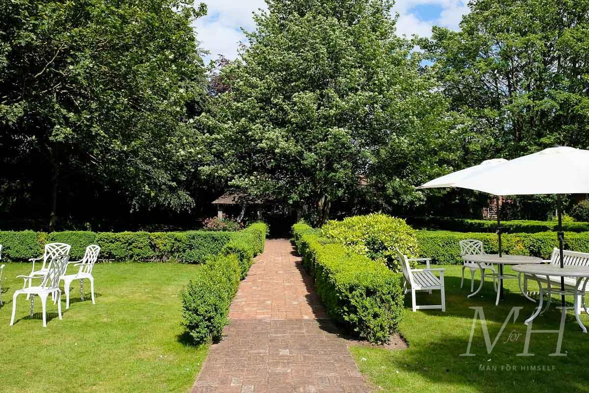 ye-olde-bell-garden-hotel-review-man-for-himself-2