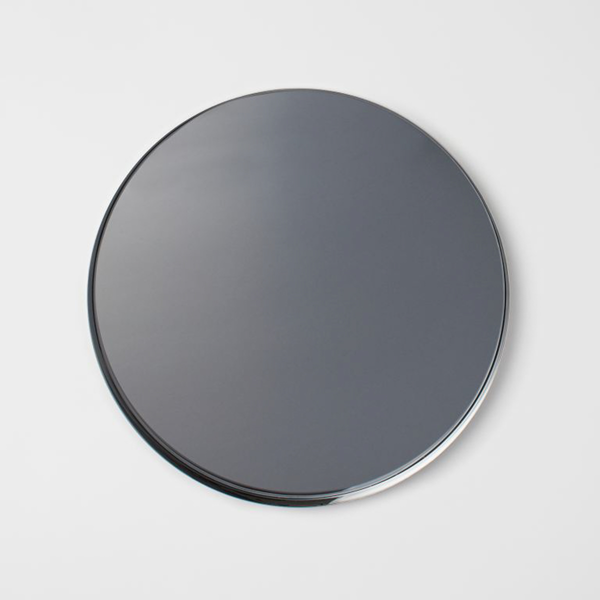 hm-mirror-glass-tray-lifestyle-man-for-himself