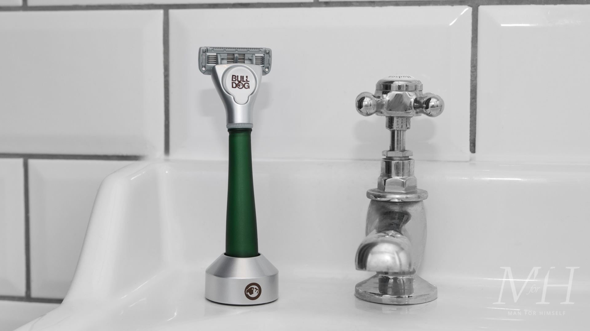 bulldog-skincare-glass-razor-green-shaving-grooming-product-review-man-for-himself-3
