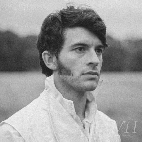 Jonathan Bailey: Wavy Side Parted Hairstyle