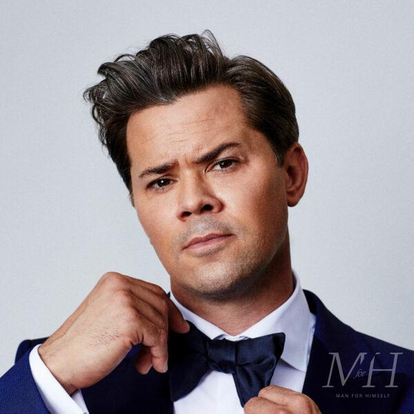 andrew-rannells-Medium-Length-Quiff-Hairstyle-With-Side-Parting