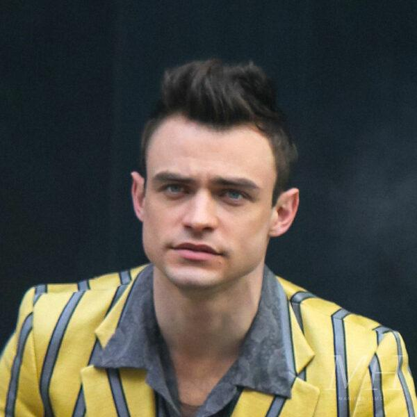 Thomas Doherty: Tapered Hairstyle With Quiff