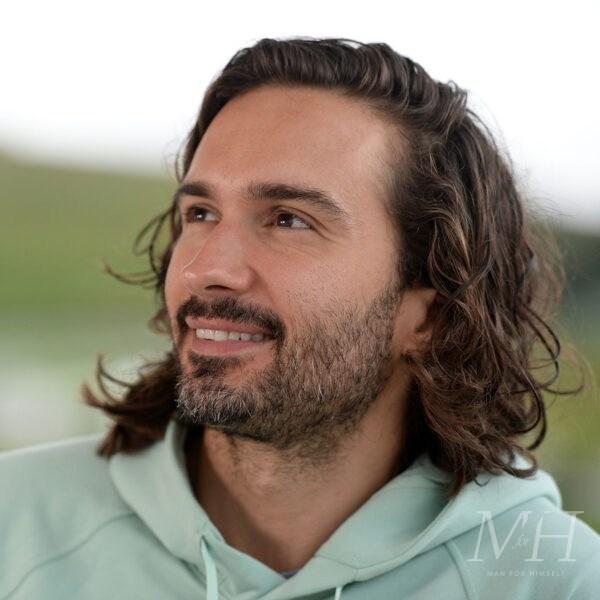 Joe Wicks: Curly Shoulder-Length Hair